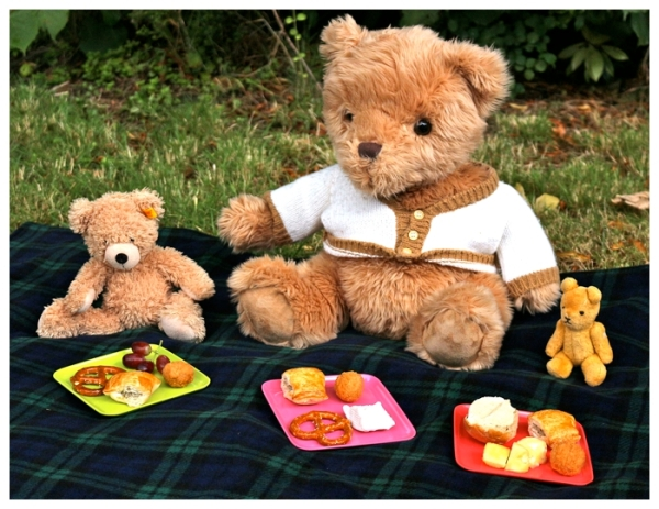 Teddy bears enjoying the picnic